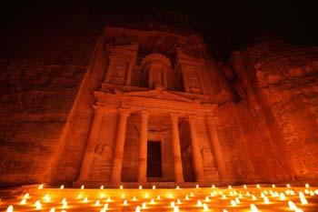 <b>Jordan, Petra</b>, The Treasury illuminated by candles