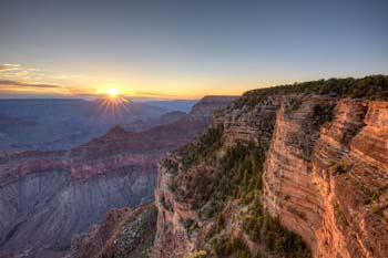 <b>USA, Arizona</b>, Grand Canyon at sunrise